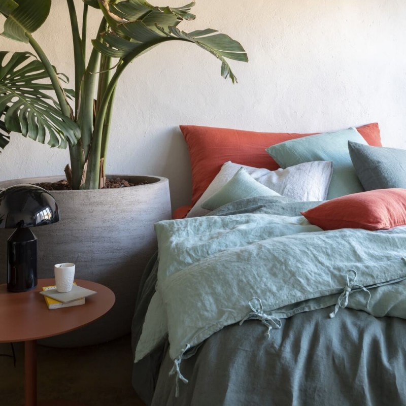 Mix and match de linge de lit couleurs Orange Terracotta, Vert Céladon et Eucalyptus