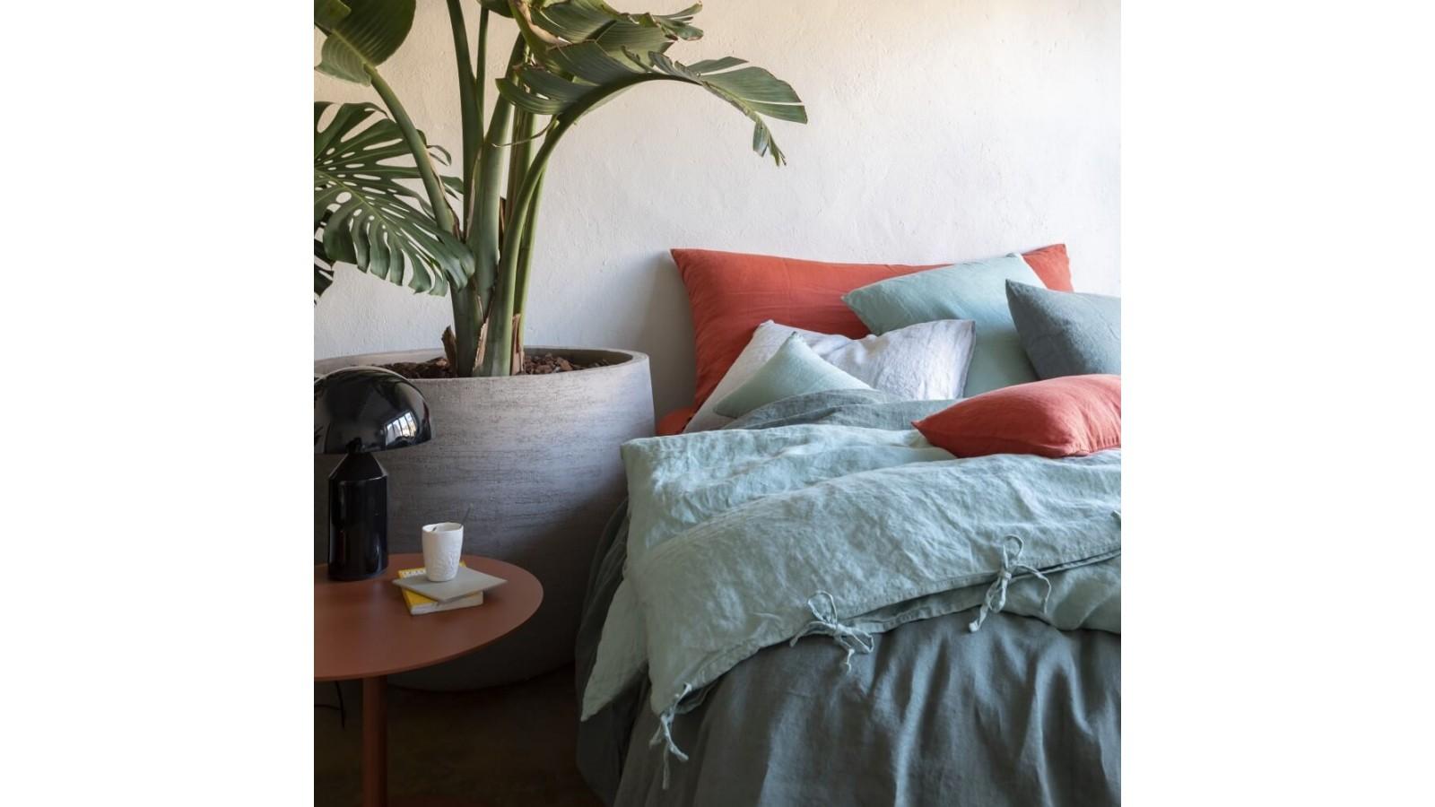 Mix and match de linge de lit couleurs Orange Terracotta, Vert Céladon et Eucalyptus